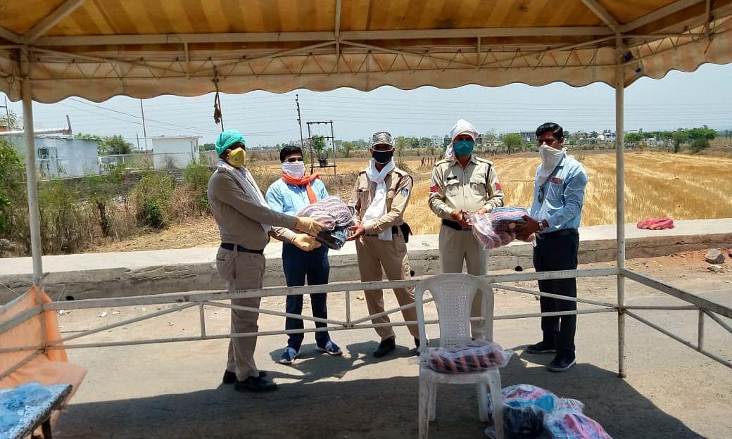 मजदूरों का सहारा देने आगे आए कई हाथ, डीआईजी ने दिए निर्देश