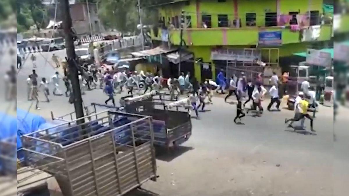 पुलिस और जनता में हुई झड़प