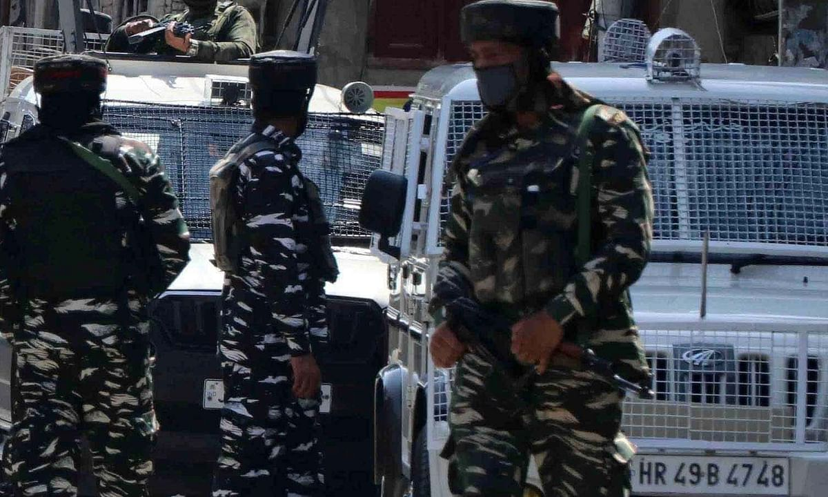कश्मीर में सुरक्षा बलों के साथ मुठभेड़ में तीन आतंकवादी ढेर,एसपीओ शहीद