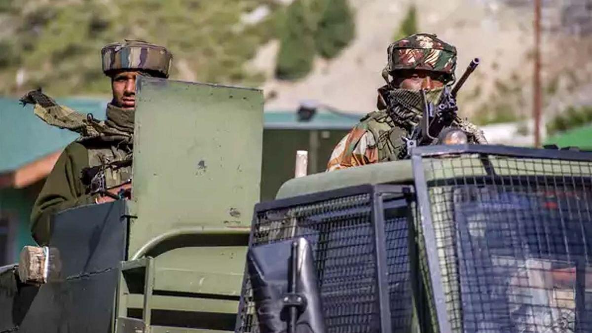 श्रीनगर में सुरक्षाबलों का आतंकियों के खिलाफ बड़ा एक्शन