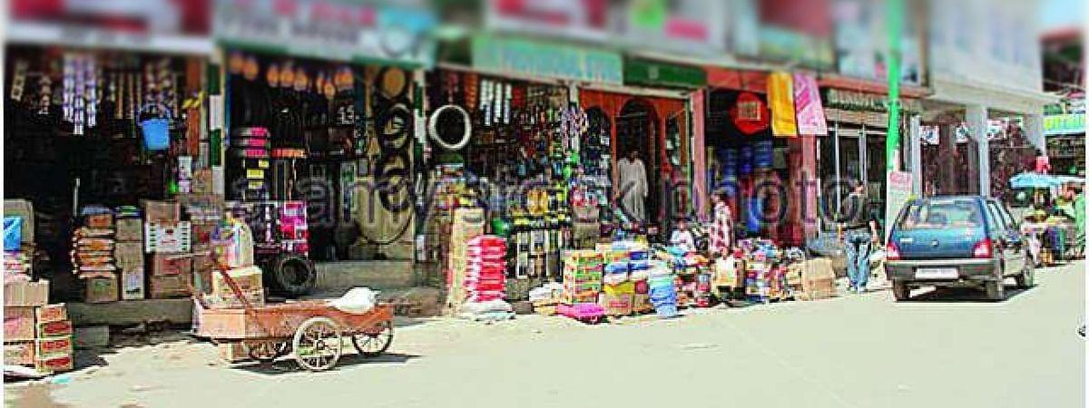 दुकानों के बाहर सामान ना रखें व्यापारी : निगमायुक्त