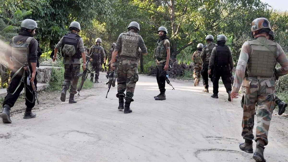 जम्मू कश्मीर के पुलवामा एनकाउंटर में 3 आतंकी ढेर-1 जवान शहीद