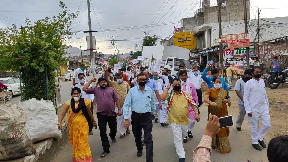 कांग्रेस ने रैली निकाल मनाया काला दिवस