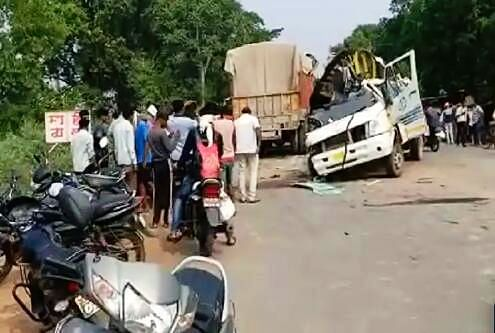 पन्ना: ट्रक-मिनी बस की जोरदार टक्कर से हुआ दर्दनाक सड़क हादसा,2 की मौत