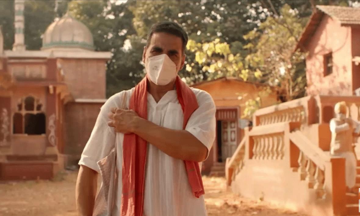 अक्षय कुमार लाल गमछा डाले कोरोना कहर के बीच काम पर चले, देखें वीडियो
