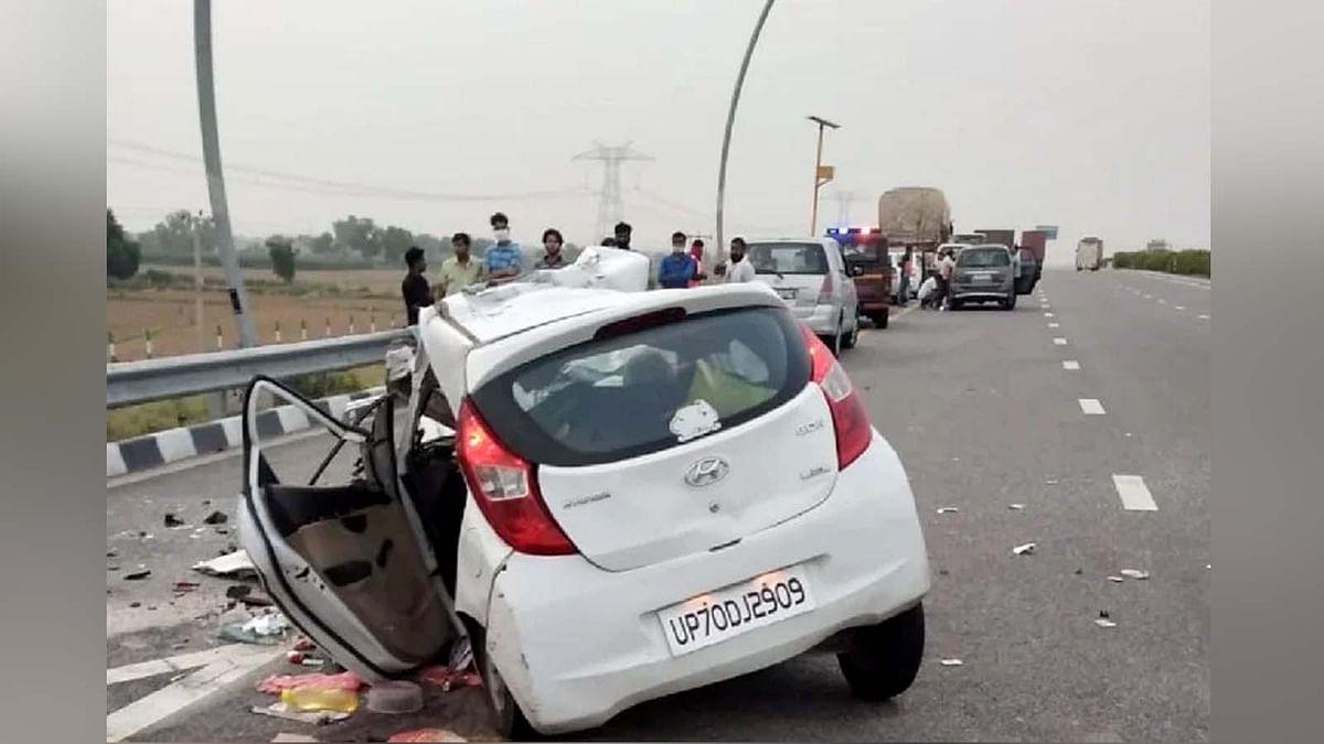 उत्तर प्रदेश: आगरा-लखनऊ एक्सप्रेसवे पर भीषण हादसा-ट्रक से टकराई कार
