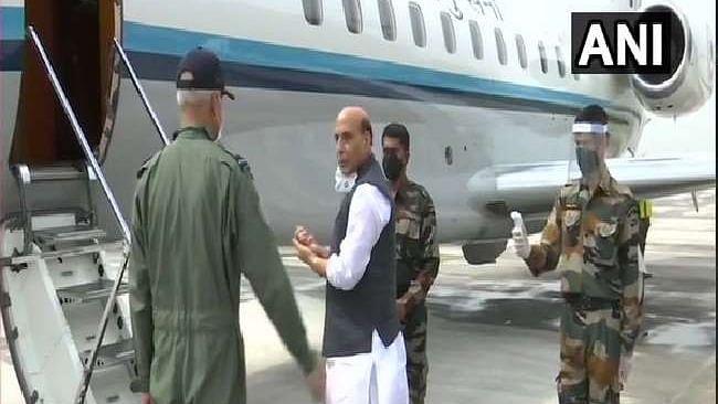 भारतीय रक्षा मंत्री राजनाथ सिंह तीन दिवसीय दौरे पर पहुंचे रूस