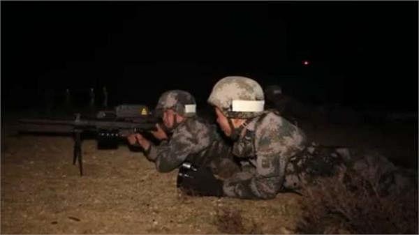 लद्दाख में  LAC पर बढ़ा तनाव, रात में कर रहे चीनी सैनिक अभ्यास