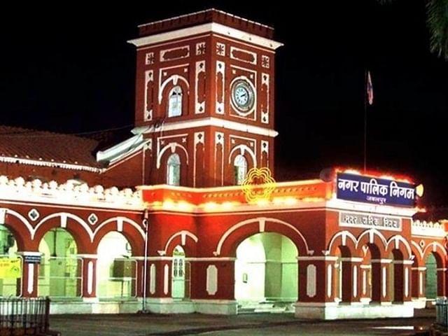 जबलपुर: नगर निगम से कर्मचारियों को दिखाया जा सकता है बाहर का रास्ता