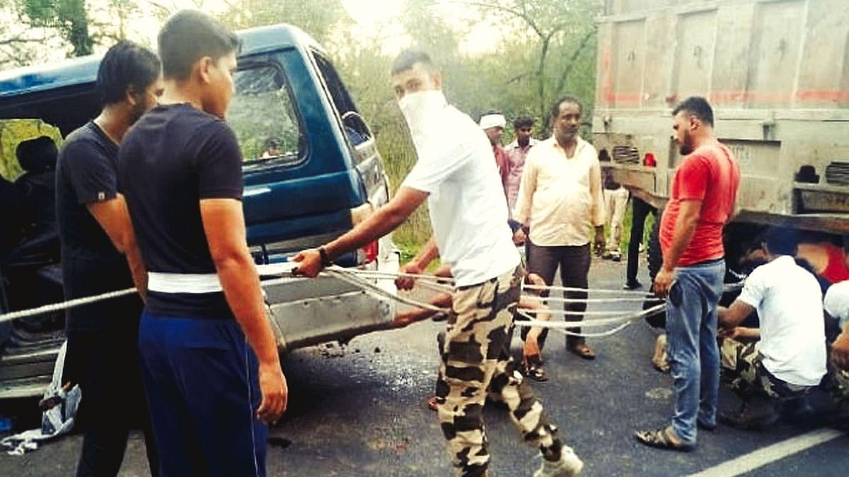 खंडवा: खुशियों में पसरा मातम,बारातियों की कार ट्राले से भिड़ी 2 की मौत