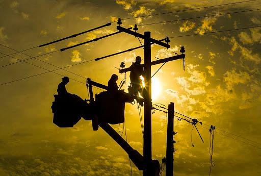 मध्यक्षेत्र विद्युत वितरण कंपनी ने आउटसोर्स कंपनियों को किया बर्खास्त