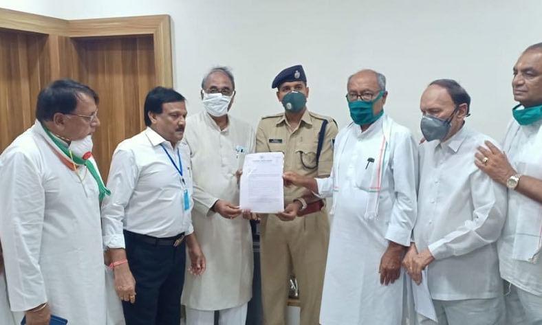 मुख्यमंत्री शिवराज सिंह के खिलाफ FIR दर्ज कराने थाने पहुंचे दिग्विजय