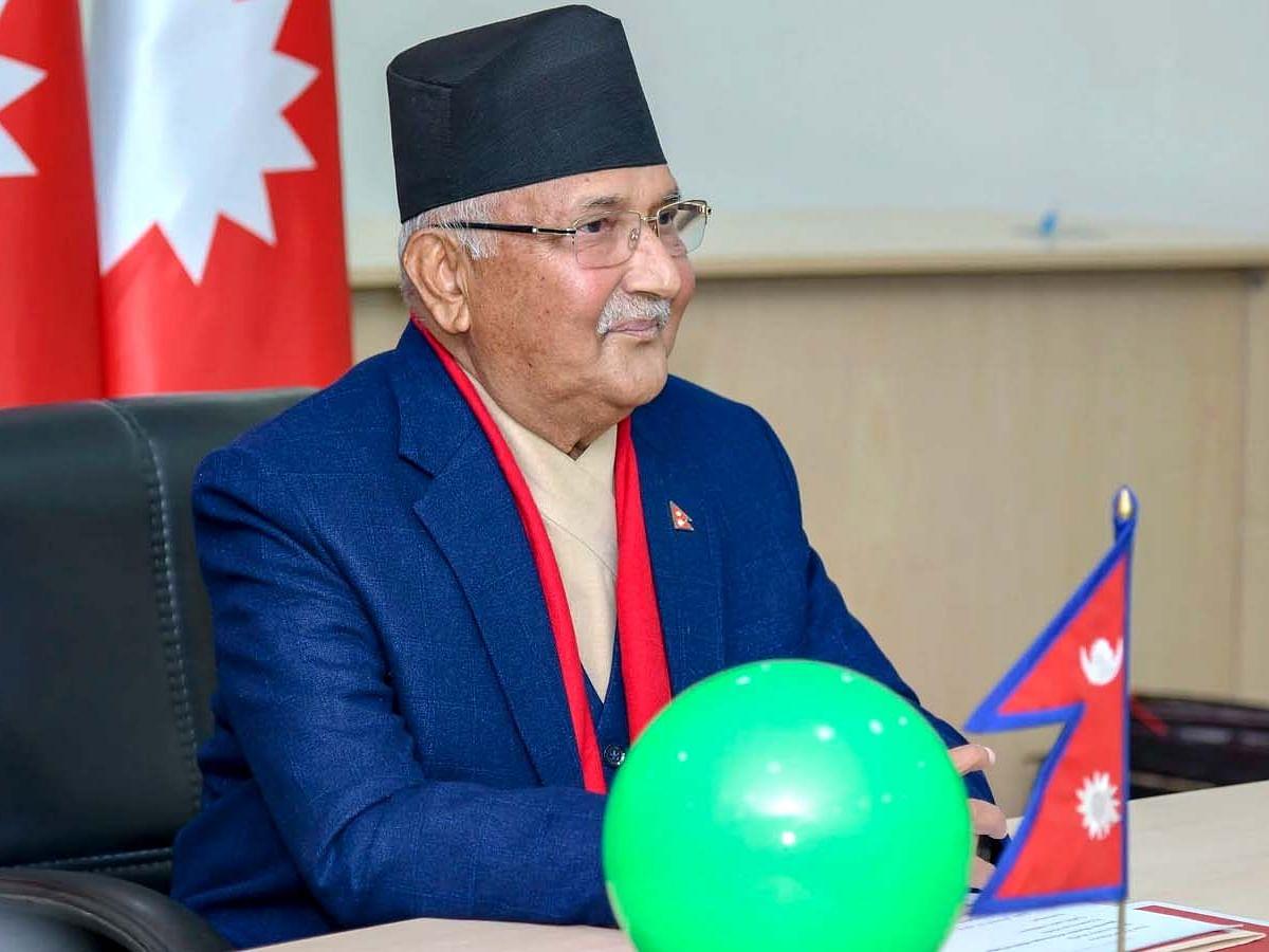 नेपाल: कोरोना या कुर्सी, क्या है PM ओली के स्वास्थ्य आपातकाल का कारण?