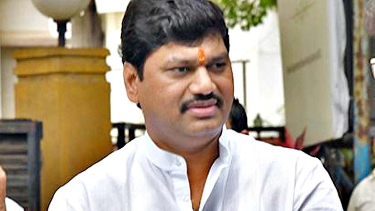 महाराष्ट्र सरकार के तीसरे मंत्री धनंजय कोरोना संक्रमित-मचा हड़कंप
