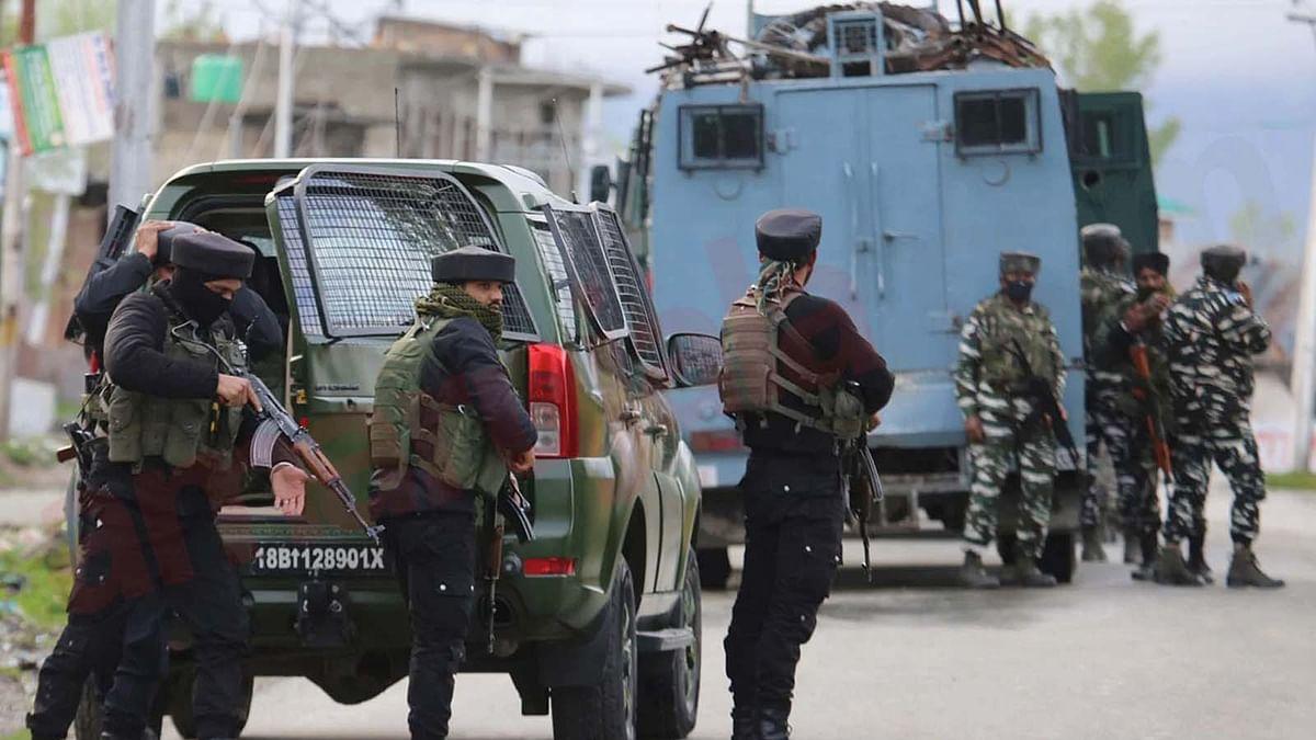 जम्मू कश्मीर के 2 इलाकों में सुरक्षाबलों ने 8 आतंकियों का किया सफाया