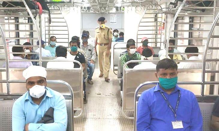 मुंबई: लॉकडाउन के बाद एक बार फिर दौड़ी लोकल ट्रेनें
