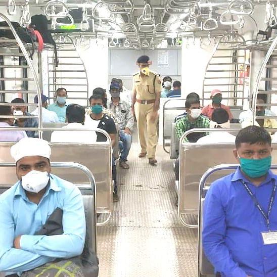 मुंबई लोकल ट्रेन में अन्य के यात्रा करने हेतु कोर्ट ने सरकार को दी हिदायत