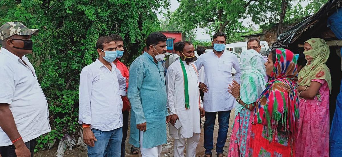 शक्तिनगर : प्रियंका गांधी के दूत बनकर आए कांग्रेस जिला अध्यक्ष