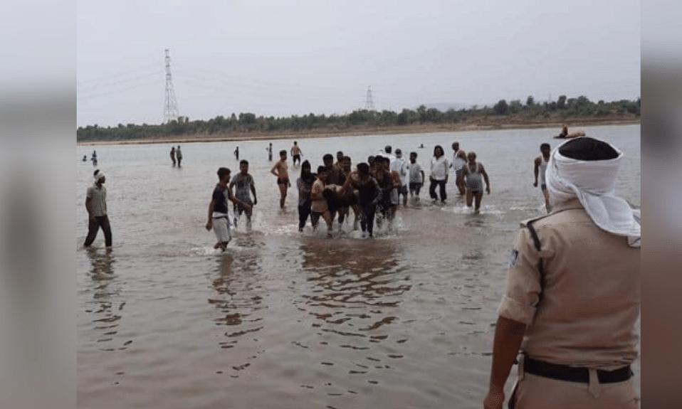 परीक्षा में फेल होने के सदमे में 3 छात्राओं ने नदी में लगाई छलांग