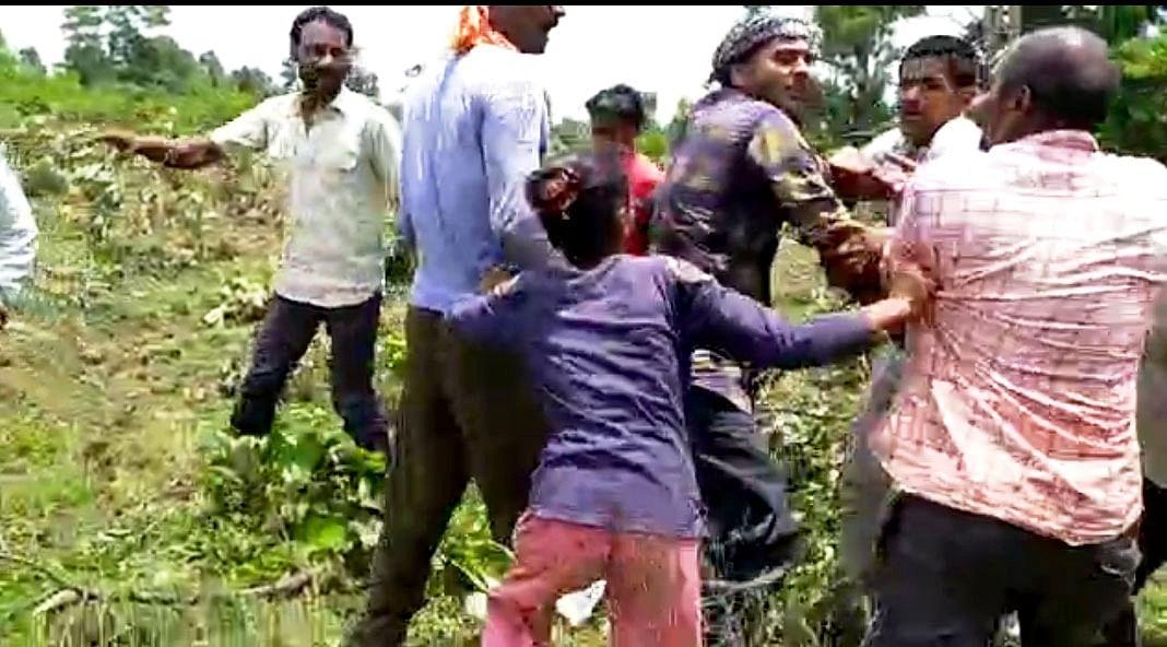 भाजपा कार्यकर्ताओं के साथ अतिक्रमणकारियों ने की मारपीट