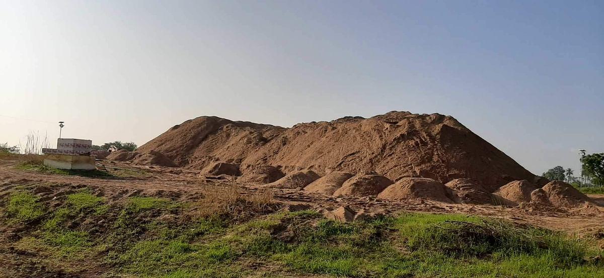 लंबित रेत भंडारणों को राज्य सरकार की हरी झंडी