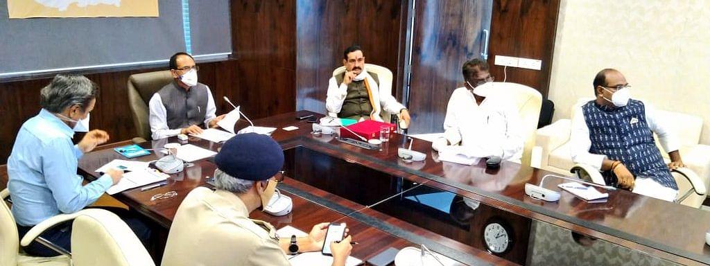 CM की अधिकारियों के साथ विशेष चर्चा