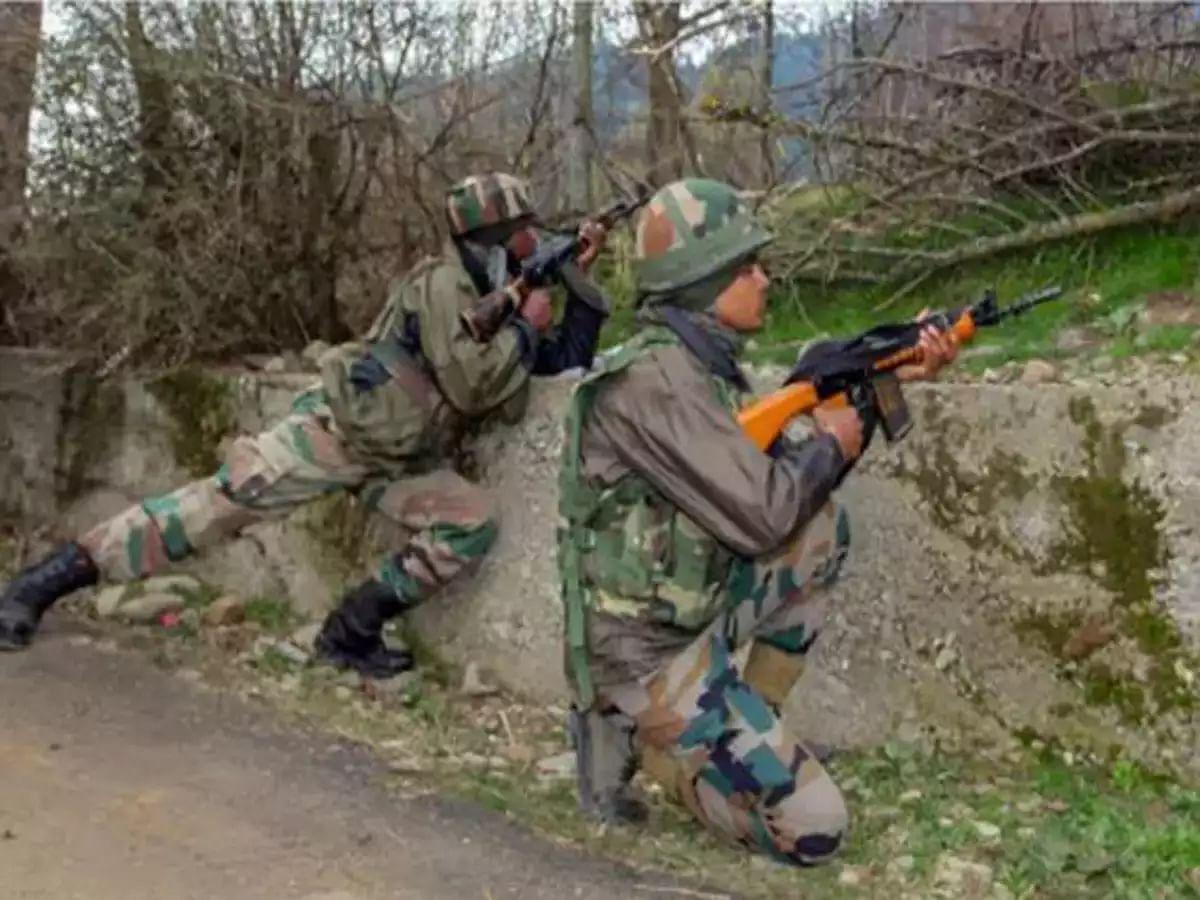 जम्मू कश्मीर: कुपवाड़ा के नौगाम सेक्टर में LOC पर 2 आतंकवादी ढेर