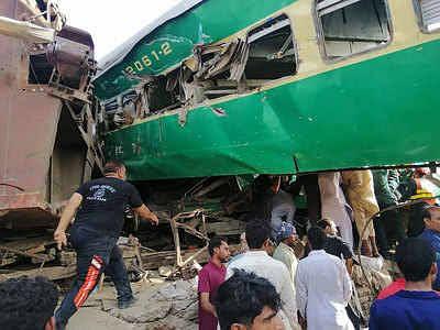 पाकिस्तान के पंजाब प्रांत में भयानक ट्रेन हादसा-29 की गई जान