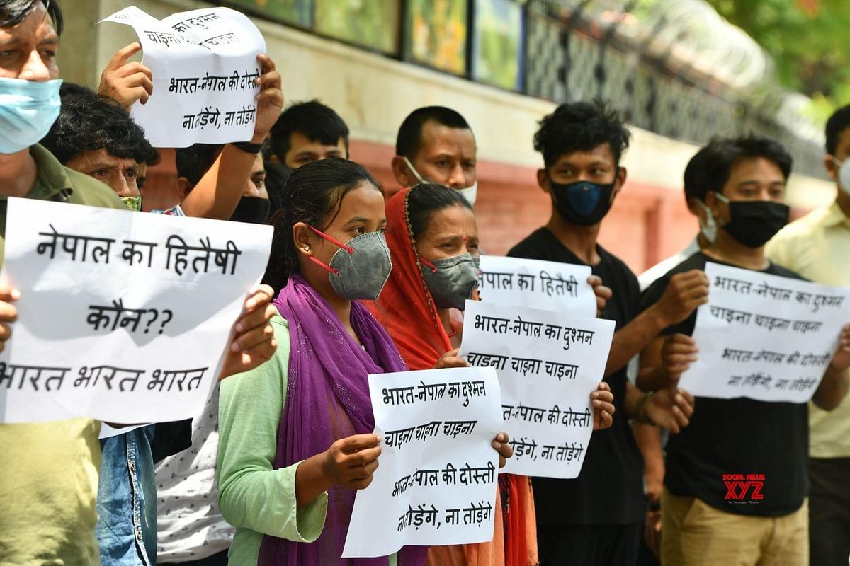 दिल्ली में नेपाल PM के भगवान राम वाले बयान पर नाराज लोगों का प्रदर्शन