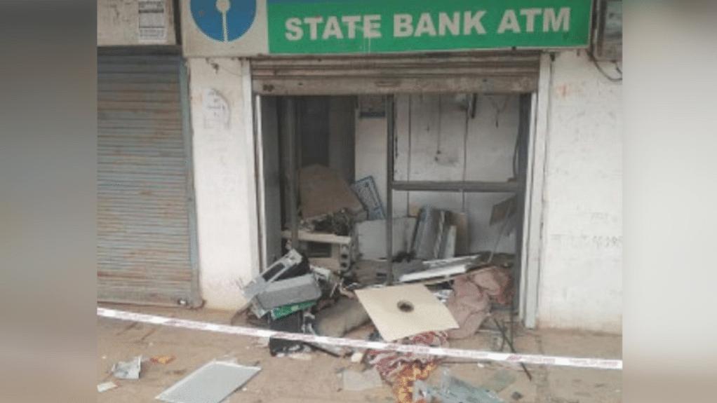 पन्ना: बदमाशों ने ATM पर बोला धावा, डायनामाइट से फोड़कर लूटे 23 लाख रुपए