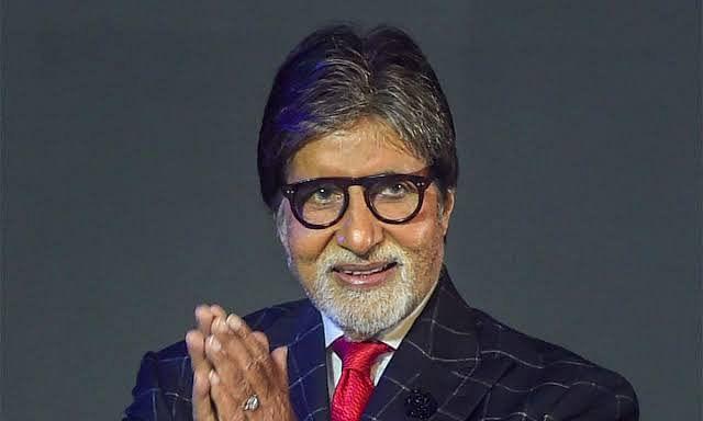 अमिताभ बच्चन ने शेयर की परिवार के साथ फोटो, फैंस का जताया आभार