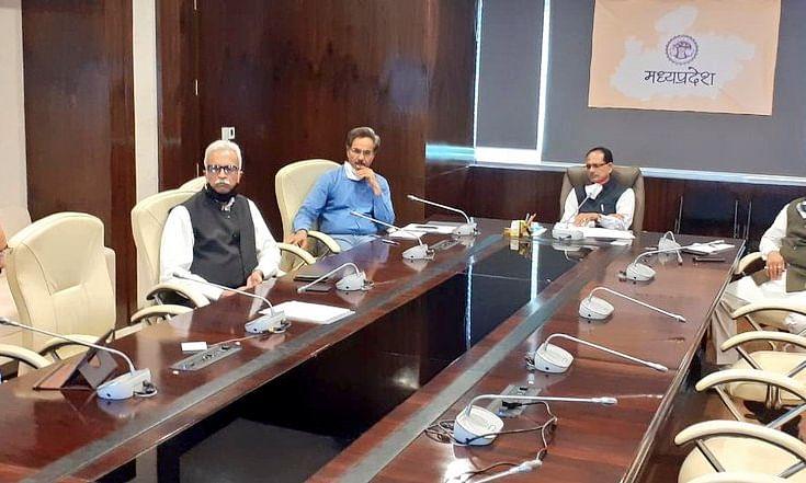 CM की अधिकारियों के साथ समीक्षा बैठक,सप्ताह में 1दिन हो पूर्ण प्रतिबंध