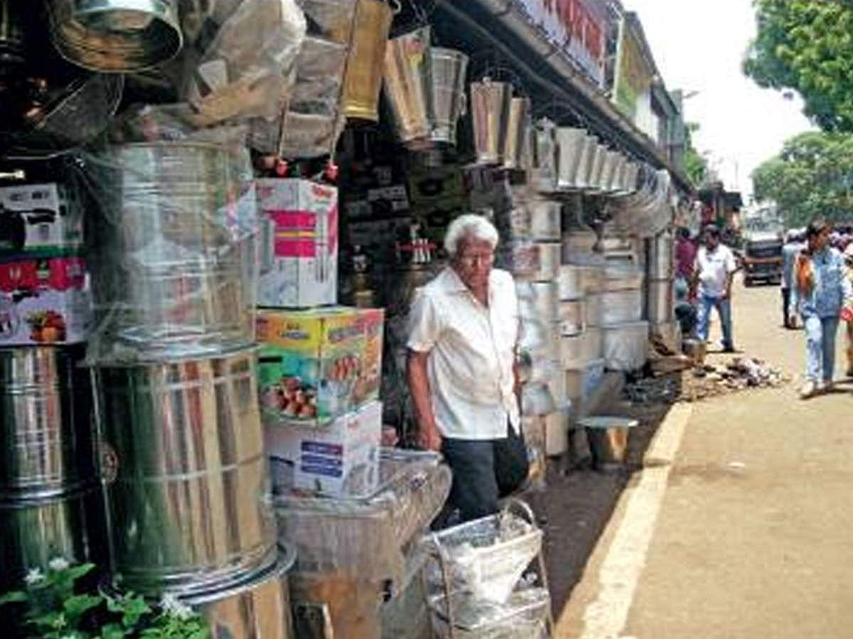 इंदौर: बर्तन बाजार तक पहुंचा कोरोना, बाजार में लगाए बेरिकेड्स