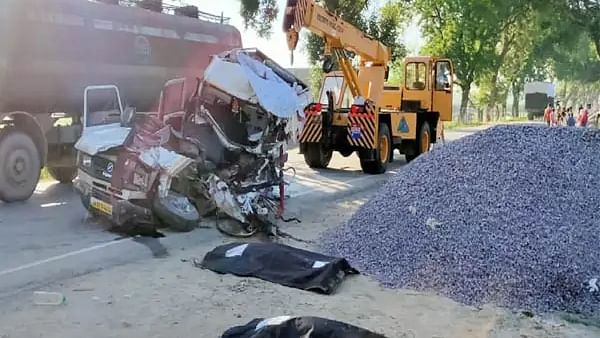 Traveler vehicle and truck Accident on Gonda-Bahraich highway