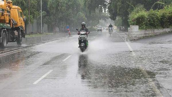 Orange Alert: प्रदेश के इन जिलों में आगामी 24 घंटे में तेज बारिश के आसार