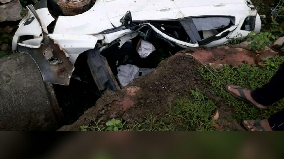 बड़ी दुर्घटना: ड्राइविंग सीखने के फेर में गड्ढे में गिरी कार, 2 की मौत