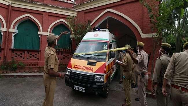 लखनऊ: रेलवे के बड़े अधिकारी की पत्नी और बेटे की हत्या से मचा हड़कंप