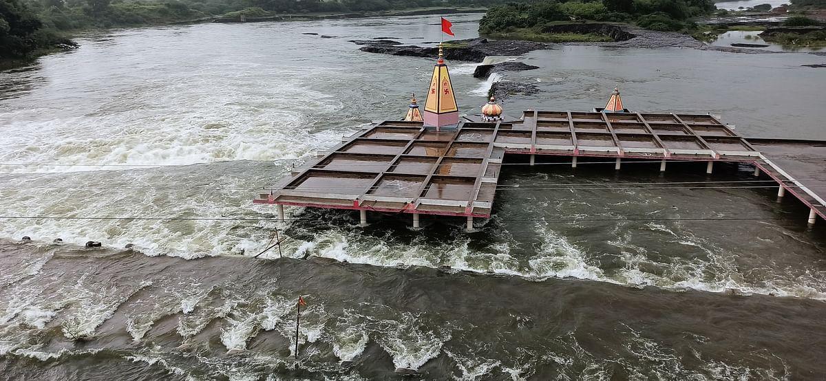 नागदा जं. : चंबल नदी के उफान पर आने से चामुंडा माता मंदिर डूबा