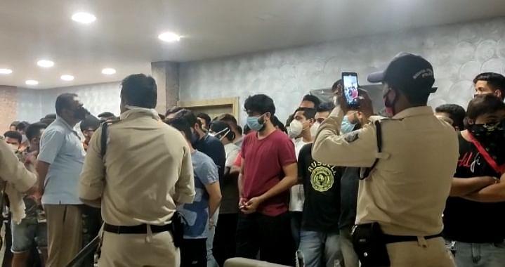 भोपाल: लॉकडाउन के बीच नियमों का बड़ा उल्लंघन,पार्टी करते पकड़े गए 54 लोग