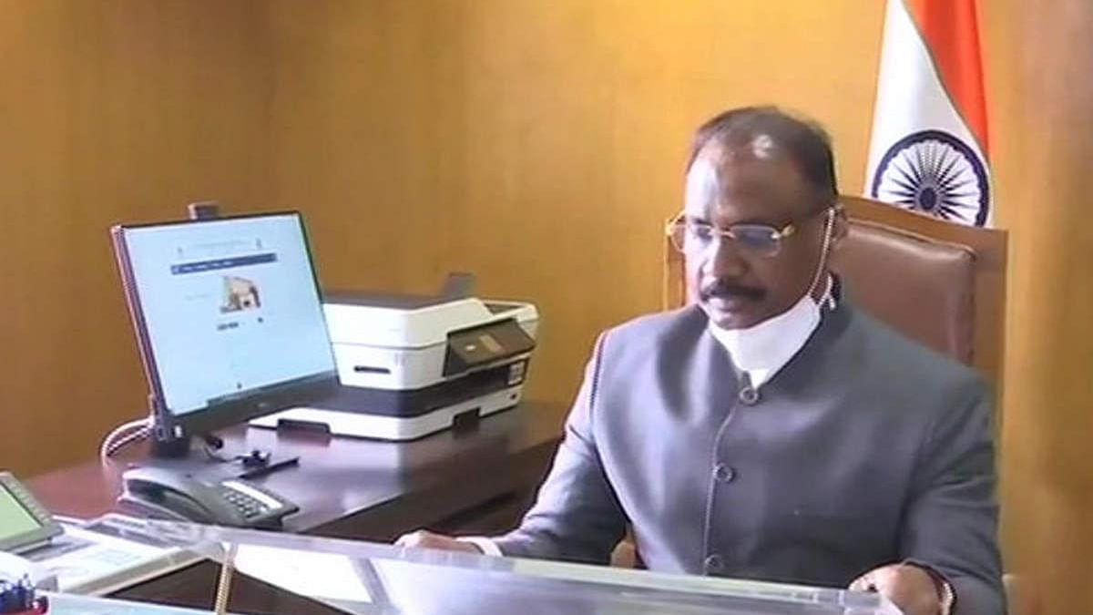 भारत: राष्ट्रपति ने गिरीश चंद्र मुर्मू को दिलाई शपथ-संभाला CAG का पदभार