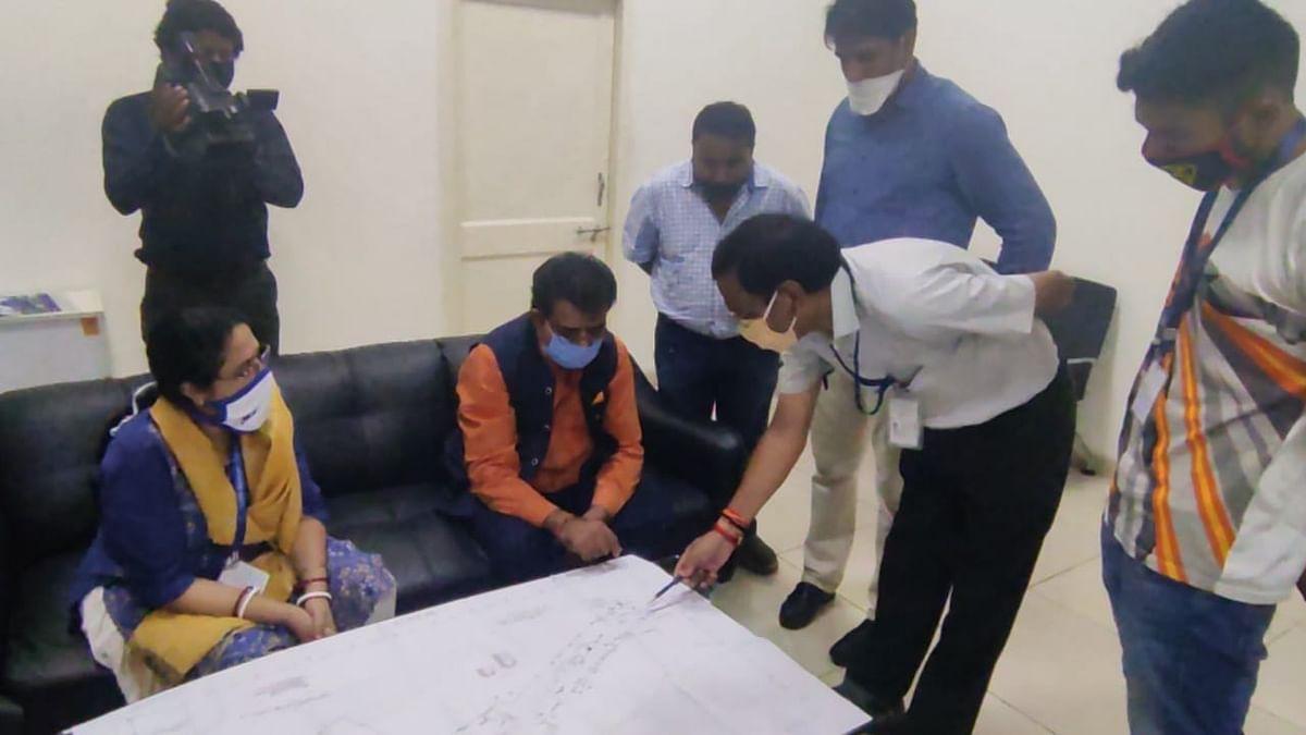 इंदौर : कोझिकोड विमान हादसे के बाद एहतियात इंदौर में