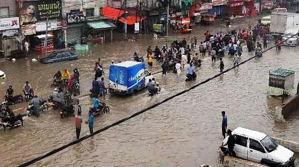 भारत के साथ पाकिस्तान में भी बढ़ रहा बारिश का कहर, अब तक 125 की मौत