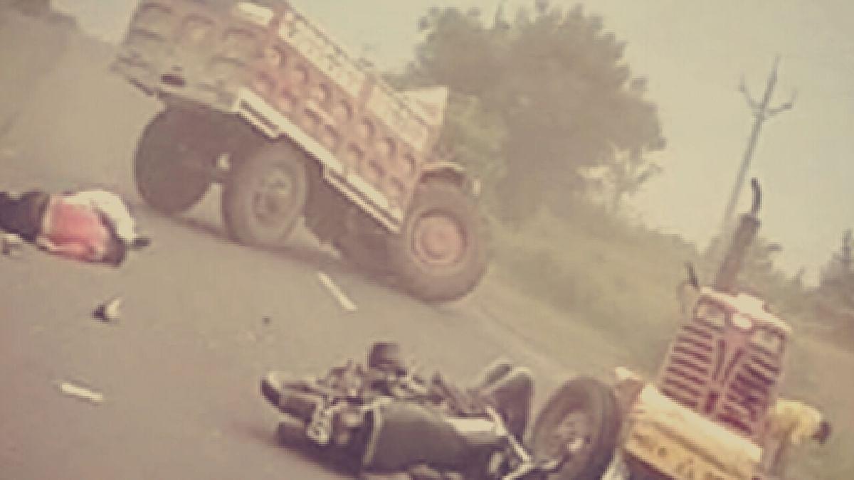 खंडवा: ट्रॉले-ट्रैक्टर की भीषण टक्कर! चपेट में आई बाइक सवार की मौत