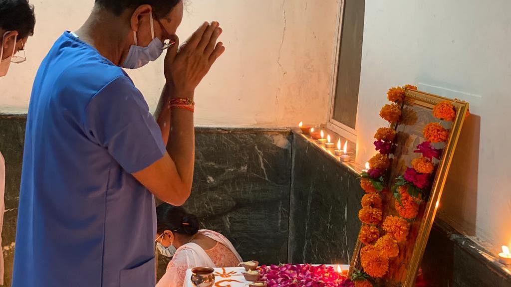 CM शिवराज ने कोविड वार्ड में किए दीप प्रज्जवलित