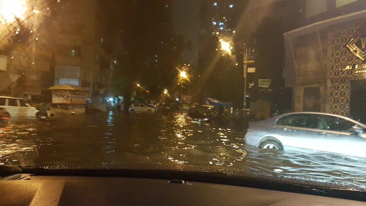 मुंबई में तेज बारिश से सड़क पर पानी ही पानी- 2 दिन का रेड अलर्ट जारी