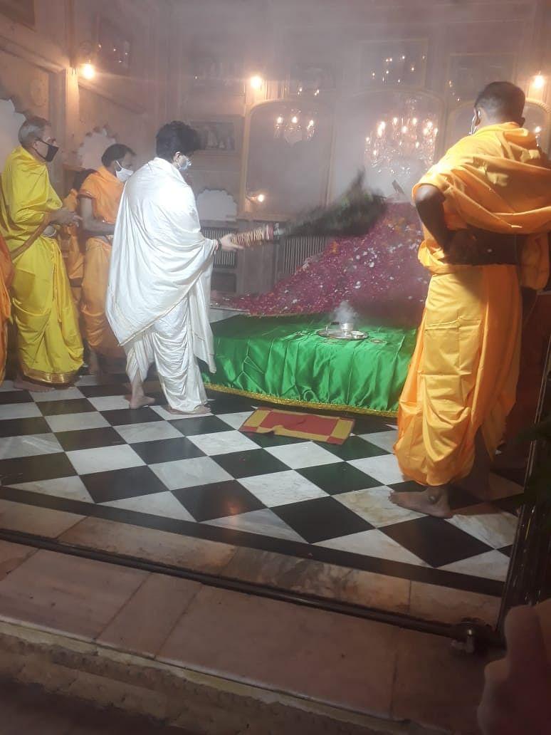 सूफी संत मंसूर शाह बाबा के उर्स की परंपरा में शामिल हुए सिंधिया