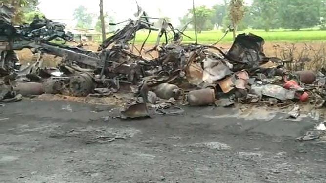 होशंगाबाद: गैस सिलिंडर से भरे वाहन में लगी आग, कई सिलिंडर फटने से हुआ धमाका