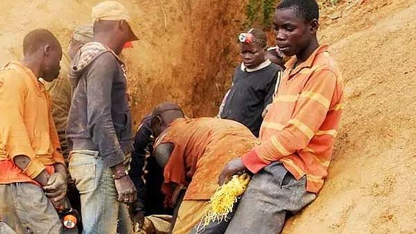 अफ्रीका: कांगो गणराज्य में सोने की खदान ढहने से 50 मजदूरों की मौत