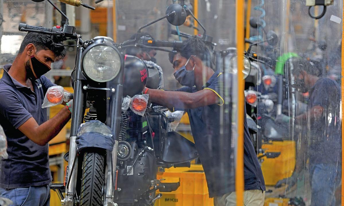 कारखाना कामकाज में आई गति। (सांकेतिक चित्र)