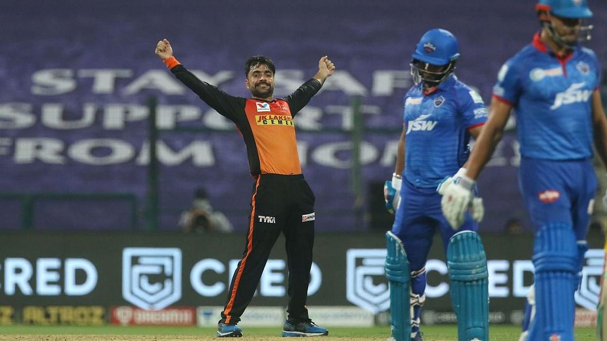 राशिद खान ने काबू में रखा मैच को।